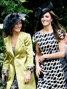 Kate Middleton is the Duchess of Cambridge. In she married Prince William, who is heir to the British throne. Kate Middleton Photos, Pippa Middleton, English Hats, Kate And Pippa, Black Fascinator, Love Clothing, Classic Outfits, Duchess Of Cambridge, Refashion