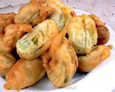 Beignets de fleurs de courgettes | Une cuisine pour Voozenoo Shrimp, Potatoes, Vegetables, Presentation, Food, Couture, Drizzle Cake, Fruits And Veggies, Cooking Food