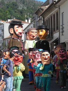 Desfile de cabeçudos e gigantones nas Festas da Senhora da Agonia em Viana do Castelo