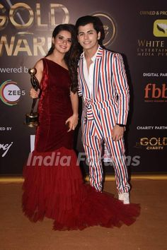 Avneet Kaur and Siddharth Nigam Best Couple Pictures, Girl Pictures, Stylish Girl Images, Stylish Girl Pic, Teen Actresses, Indian Actresses, Young Celebrities, Celebs, Stylish Photo Pose