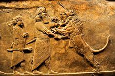 Asurbanipal (a veces mencionado como Ashurbanipal o Assurbanipal), fue el último gran rey de Asiria. Reinó entre el 668 a. C. y c. 627 a. C.  Hijo de Esarhaddon y Naqi'a-Zakutu, es famoso por ser uno de los pocos reyes de la antigüedad que sabía leer y escribir. Durante su reinado, la escultura asiria alcanzó su apogeo, lo cual se aprecia en los palacios de Nínive.