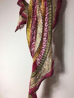 Ravelry: Chispilla Shawl pattern by Lola & Punto Knitting Socks, Ravelry, Free Pattern, Yarns, Crochet, Scarves, Kit, Fashion, Shawl