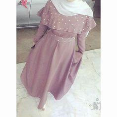 حبيته Modest Fashion Hijab, Modern Hijab Fashion, Abaya Fashion, Muslim Fashion, Modest Wear, Modest Outfits, Simple Long Dress, Hijab Evening Dress, Modele Hijab