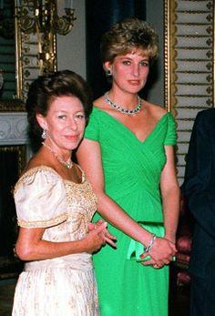 Princess Diana and Princess Margaret's secret royal feud Princess Diana Family, Royal Princess, Prince And Princess, Princess Of Wales, Princesa Diana, Diana Fashion, Royal Fashion, Prinz Georges, Prinz William