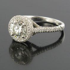 Bague diamants et platine. Style Elisabeth II, Kelly, Taylor.  http://www.bijouxbaume.com/bague-diamants-et-platine.htm