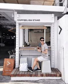 Are you planning on opening your very own coffee shop? In this digital era, a coffee shop can be a profitable business, since people are going to need coffee more often. Cafe Shop Design, Small Cafe Design, Kiosk Design, Cafe Interior Design, Store Design, Small Coffee Shop, Coffee Store, Coffee To Go, Iced Coffee
