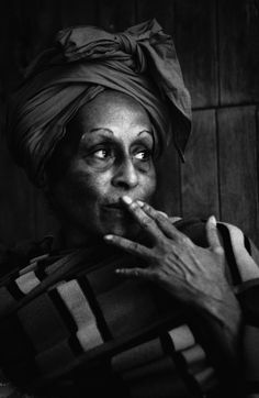 Donata Wenders :: Omara Portuondo, 1998  / more [+] by this photographer