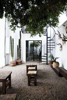 New Exterior Patios Courtyards Ideas Design Exterior, Interior And Exterior, Exterior Paint, Outdoor Spaces, Outdoor Living, Outdoor Decor, Outdoor Lounge, Indoor Outdoor, Rustic Outdoor