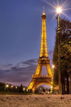 La Tour Eiffel, Paris, France. saw this, trying to go back to this awesome city to study abroad next year.