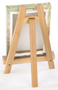 This tabletop easel is suitable for use on any countertop or desktop. The wood tripod stand is lightweight, yet sturdy enough to hold most small items. This tabletop easel is available at at an affordable price. Diy Easel, Wooden Easel, Woodworking Projects Diy, Diy Wood Projects, Woodworking Desk, Vasos Vintage, Table Easel, Diy Crafts For Home Decor, Diy Party Decorations