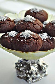 browni kurabiye tarifi - brownie cookie -- (English Translation Available) Pasta Cake, Cookie Recipes, Dessert Recipes, Turkish Sweets, Food Tags, Turkish Recipes, Sweet And Salty, Healthy Desserts, Sweet Recipes