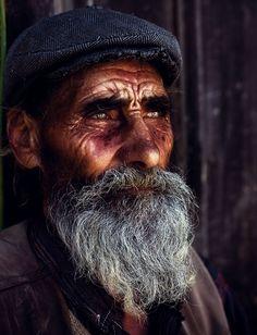 http://netdna.webdesignerdepot.com/uploads/hdr_portraits/Old-Man-cinematic-effect-by.jpg