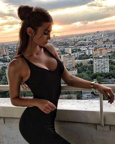Доброе утро  мчу на тренировку, а вы пока ловите фото с прекрасным закатом  и в моем идеальном платье @only__4__you