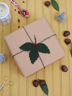Christmas Wrapping Ideas:  Crochet Trefoil Leaves