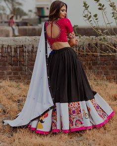 ghagra choli - ghagra choli ` ghagra choli modern ` ghagra choli simple ` ghagra choli manish malhotra ` ghagra choli wedding ` ghagra choli for kids ` ghagra choli modern designer ` ghagra choli traditional Lehenga Choli Designs, Chaniya Choli Designer, Garba Chaniya Choli, Garba Dress, Choli Blouse Design, Navratri Dress, Lehnga Dress, Wedding Chaniya Choli, Lehenga Gown