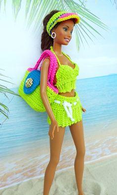 Schicke Strandmode zum Selberhäkeln. Unsere kleinen Beautys wollen für die Sommersaison von Euch neu eingekleidet werden! Schaut Euch gern meine Beispielbilder an und lasst Euch anstecken von der Lust aufs Puppenmode selbermachen! So schöne Sachen kann