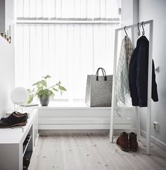 Searching For Home Decorating Tips? Whether you rent an apartment or own your home, few things are more exciting and inspirational than a perfectly executed interior decorating project. Bedroom Black, Bedroom Wall, Decorating Tips, Interior Decorating, Bedroom Organisation, Creative Closets, Dream Closets, Design Your Home, Exposed Brick