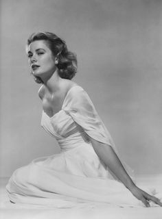 Grace Kelly in Photographs: Philadelphia, New York and Hollywood. Viejo Hollywood, Hollywood Icons, Hollywood Fashion, Old Hollywood Glamour, Hollywood Walk Of Fame, Golden Age Of Hollywood, Vintage Glamour, Vintage Hollywood, Classic Hollywood