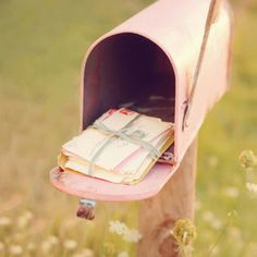 Looks like it's Valentine's Day year-round for this lovely faded pink mailbox. #USPSValentine