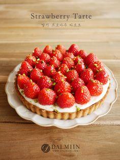 딸기 프로마주 타르트 [♥] : 네이버 블로그 Strawberry Tart, Cheese Tarts, Dessert Drinks, Desert Recipes, Cake Recipes, Food Photography, Bakery, Deserts, Food And Drink