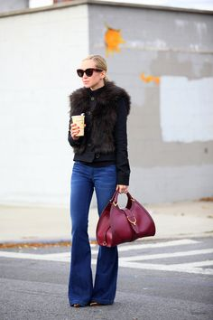 Flared Brooklyn Blonde, Flare Jeans Outfit, Flare Pants, Fall Winter Outfits, Autumn Winter Fashion, Look Fashion, Womens Fashion, Fashion Design, Fall Fashion