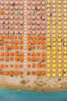 Aerial Views Adria: Photos by Bernhard Lang Beach umbrellas on the seaside resorts of the Adriatic coast in Italy, between Ravenna and Rimini. Design Set, Studio Design, Parasols, Jolie Photo, Birds Eye View, Color Stories, Aerial Photography, Night Photography, Scenic Photography