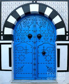 A Tunisian blue door, amazingly constructed. #PANDORAloves