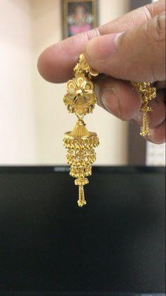 Gold Jhumka Earrings, Gold Earrings Designs, Cute Earrings, Gold Jewellery, Bridal Jewelry, Jewelery, Fashion Jewelry, Gold Fashion, Fashion Necklace