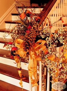 Your home needs fall décor both outside and inside – and now it's time for stairs! We've gathered a bunch of cozy fall staircase decor dieas to help you. Thanksgiving Decorations, Seasonal Decor, Halloween Decorations, Holiday Decor, Indoor Fall Decorations, Thanksgiving Celebration, Thanksgiving Meal, Fall Home Decor, Autumn Home