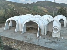 green-roofed Hobbit home anyone can build in just 3 days Magic Green Homes fabricates small homes using prefab vaulted panels and covers them with soil.Magic Green Homes fabricates small homes using prefab vaulted panels and covers them with soil. Maison Earthship, Earthship Home, Green Magic Homes, Green Homes, Casa Dos Hobbits, Earth Sheltered Homes, Sheltered Housing, Underground Homes, Dome House