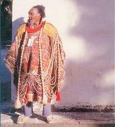 Arthur Bispo do Rosário usando o manto