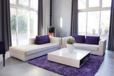 Sala en color violeta.