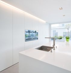 & & & & Countertops made of mineral composite material: Which manufacturers and brands are there? Corian, element, Swanstone and Co in comparison Kitchen Room Design, Modern Kitchen Design, Kitchen Interior, New Kitchen, Kitchen Decor, Casa Kardashian, Small Modern Home, White Kitchen Cabinets, Kitchen White
