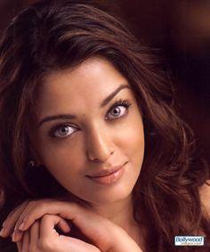 Google Image Result for http://www.bollywoodimages.com/jpg/aishwarya_rai_006_hucv.jpg