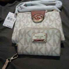 Michael Kors crossbody purse and wallet Michael Kors crossbody purse authentic Michael Kors  Bags Crossbody Bags