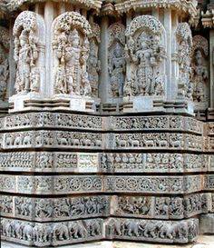Section of the walls of the Somanathapura Chennakesava Temple Indian Temple Architecture, Ancient Architecture, Indian Culture And Tradition, Archaeological Survey Of India, Amazing India, Hindu Temple, Mysore, Stone Carving, Gods And Goddesses