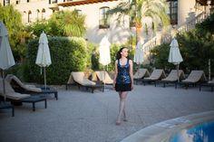 Pailettentop mit Minirock als Partyoutfit auf Mallorca