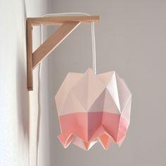 lampe poser abat jour opaque et pied chrom appliqu s origami et lampes. Black Bedroom Furniture Sets. Home Design Ideas