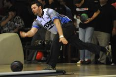 Lockport's Brian Valenta — and his two-handed delivery — having a ball in PBA - PhotoGallery - Chicago Sun-Times. This is Jason Belmonte!