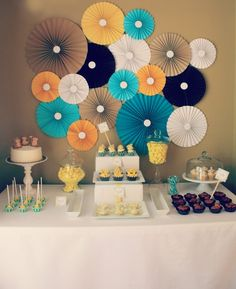 Rosette backdrops for a great party. Lots of ideas and patterns. Party Kulissen, Shower Party, Party Time, Baby Shower, Party Ideas, Theme Ideas, Happpy Birthday, Monkey Birthday Parties, Paper Fans