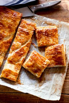 Ham & Cheese Puff Pastry Squares - perfect for Brunch Cheese Pastry, Puff Pastry Recipes, Ham And Cheese, Yummy Appetizers, Finger Foods, Cooking Recipes, Favorite Recipes, Yummy Food, Snacks
