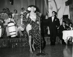 vintage everyday: Black and White Photos of Daily Life in Havana, Cuba from between the Cabaret, Cuban Decor, Resultado Loteria, Our Man In Havana, Vintage Cuba, Havana Club, Rare Historical Photos, Havana Nights, Latin America