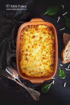 Chiftelute in bacon Edith's Kitchen, Kiwi, Mozzarella, Crackers, Lasagna, Hummus, Carne, Food To Make, Bacon