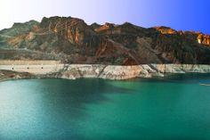 Imagen del calmo lago #Mead, cerca de la inmensa presa #Hoover. Un gran sitio para disfrutar de las mejores aventuras al aire libre. #TurismoAventura en #LasVegas. http://www.bestday.com.mx/Las-Vegas-area-Nevada/Atracciones/