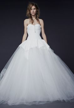 Vera Wang Fall 2015 Wedding Dresses   blog.theknot.com