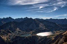 Widok z Buczynowej Przełęczy na Dolinę Pięciu Stawów Polski i Tatry Wysokie Tatra Mountains, Carpathian Mountains, Polish Mountains, Mount Everest, Poland, Nature, Travel, Beautiful, Beast