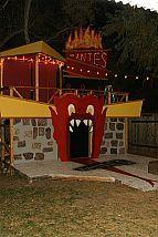 Beetlejuice, beetlejuice, beetlejuice! Halloween Juice, Halloween Party Games, Halloween 2015, Halloween Pictures, Diy Halloween Decorations, Halloween Cosplay, Halloween Themes, Halloween Crafts, Beetlejuice Wedding