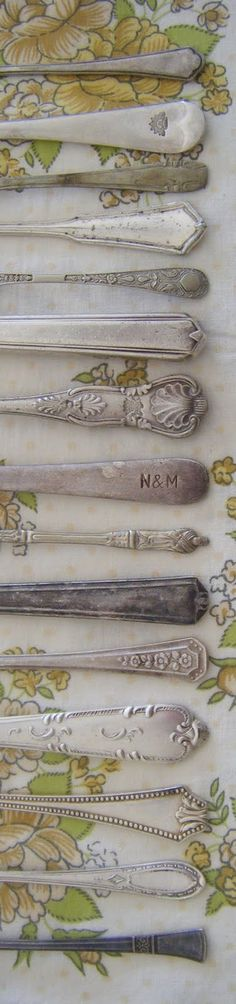 Vintage cutlery can make a relaxed table stunning Silver Cutlery, Vintage Cutlery, Vintage Tableware, Silver Spoons, Cutlery Set, Silver Plate, Vintage Tea, Vintage Love, Vintage Kitchen