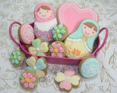 Sweet details on matryoshka Fancy Cookies, Vintage Cookies, Iced Cookies, Cute Cookies, Easter Cookies, Sugar Cookies, Cupcakes, Cupcake Cookies, Russian Party