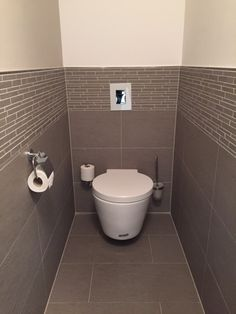 Gäste WC mit unserer Fliese TopCollection Leo gris http://www.franke-raumwert.de/Fliesen/TopCollection/Leo/ #GästeWC #fliesen #Bad #Toilette #Haus #Umbau #TopColection #interior